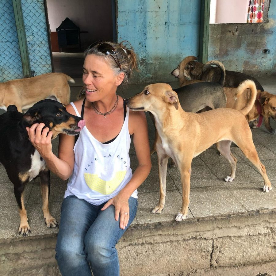 Julie+Burke%2C+founder+of+NicaLove%2C+works+with+animals+in+Nicaragua.+